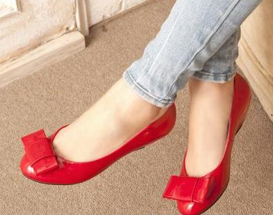 热情的红色平底鞋,瞬间就能让你成为焦点哟