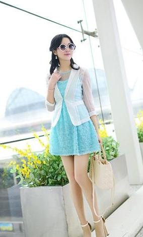 内搭的蓝色清新短裙