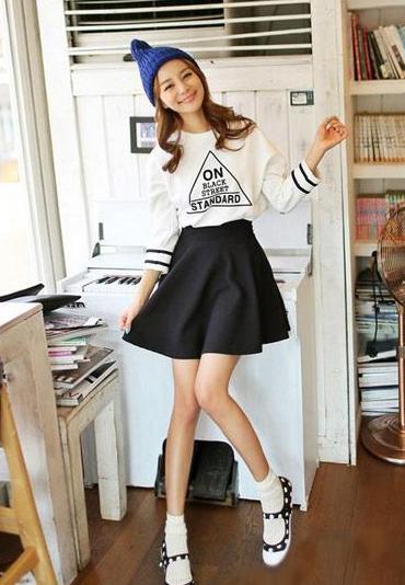 四月混搭季 短袖T恤+短裙LOOK2