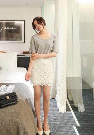 四月混搭季 短袖T恤+短裙LOOK3