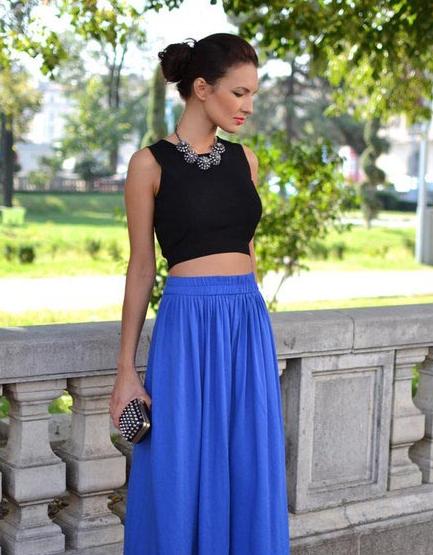 湖蓝色半身长裙+黑色CROP上衣