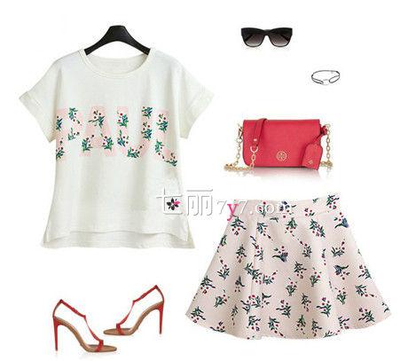 卷边短袖T恤+高腰短裙+墨镜+链条包包+高跟鞋