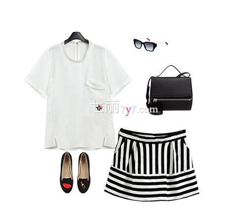 口袋短袖T恤+条纹短裙+墨镜+包包+平底鞋