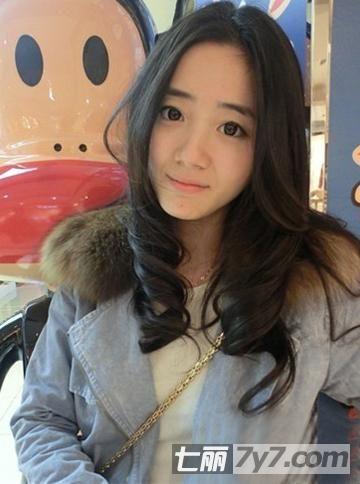 胖圆脸女生适合什么样发型 韩式修颜卷发最受宠