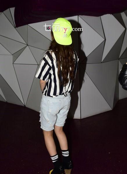秀智示范棒球帽的戴法 化身百变party queen