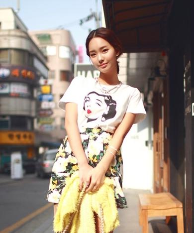 时尚印花短裙搭配