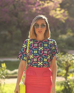 T恤+铅笔裙欧美街拍LOOK1