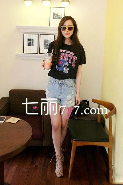 牛仔短裤+凉鞋夏装搭配LOOK1