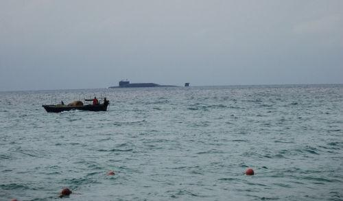 网友在海边偶遇094型战略核潜艇(图)