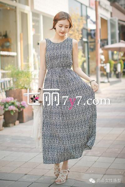 长裙+凉鞋LOOK2
