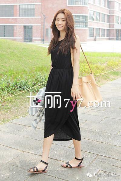 长裙+凉鞋LOOK3