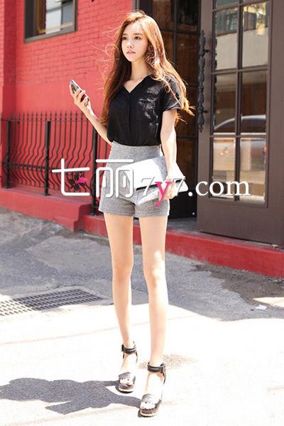 高腰短裤+凉鞋搭配LOOK3