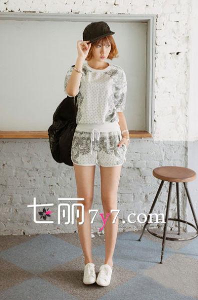 背心T恤+短裤 慵懒休闲风LOOK3