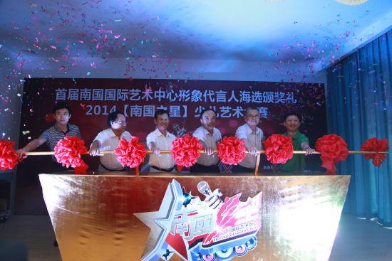 省政协财经主任黄成模(右3)、省教育厅副厅长孔令德(右2)等领导主持推杆启动仪式