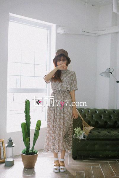 碎花长裙搭配LOOK2