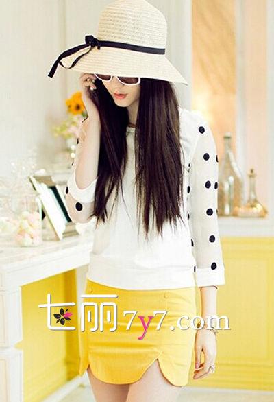 搭配二:白色雪纺衫+波浪边包臀裙