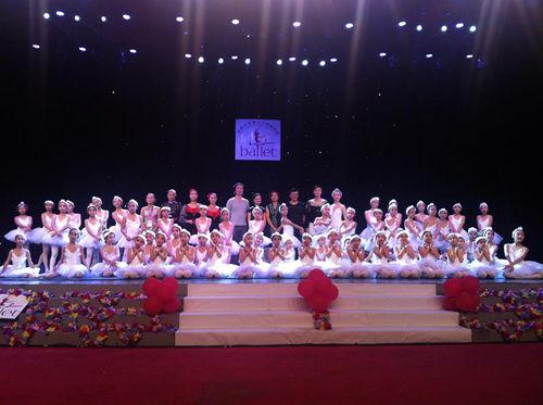 """海南首家少儿芭蕾舞团---""""小天鹅""""成立"""