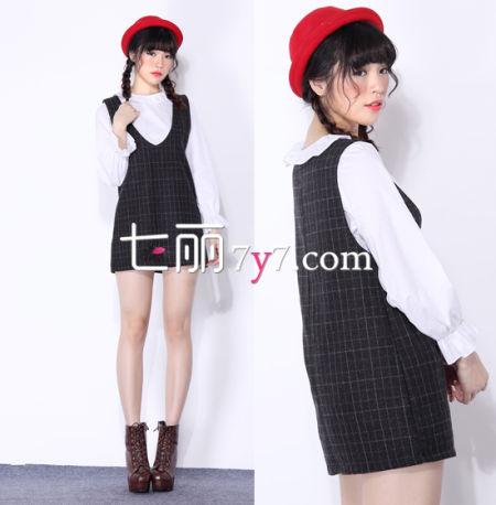 白色雪纺衬衫+格子背带裙 look4