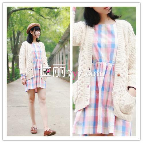针织衫外套+高腰连衣裙搭配LOOK3