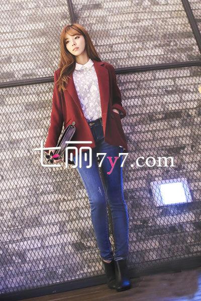 酒红色西装外套+长裤