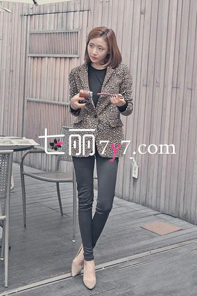 豹纹西装外套+长裤