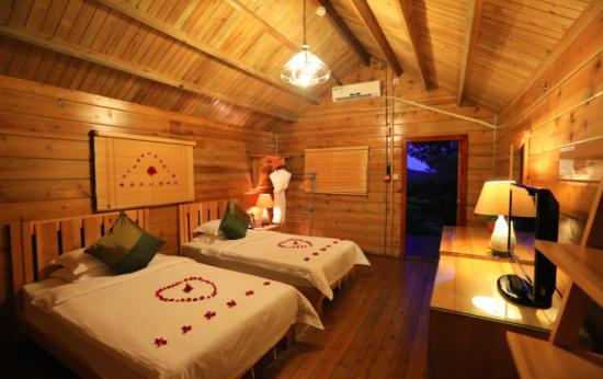 小月湾度假酒店木屋设计温馨甜蜜