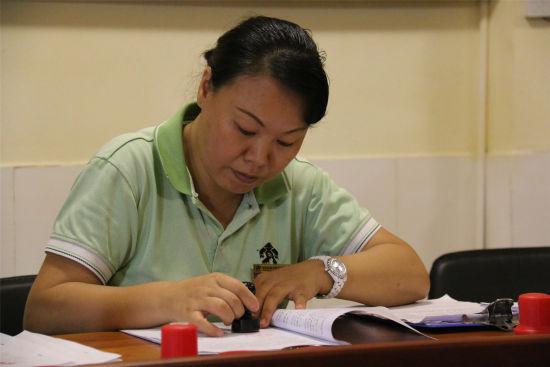 槟榔谷工会主席蒋洁琼作见证人