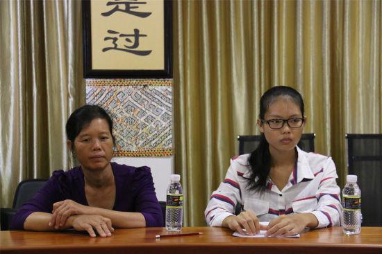 考上西南民族大学的李海凡和妈妈