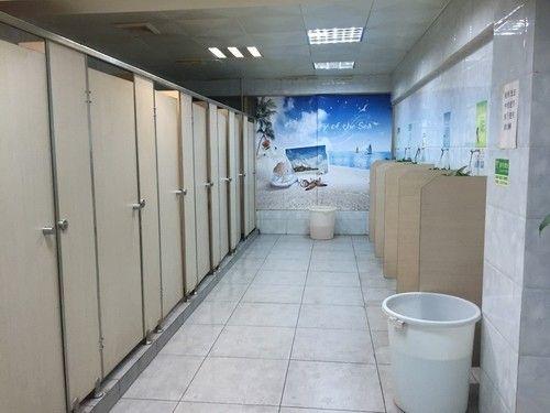公共厕所内部效果图