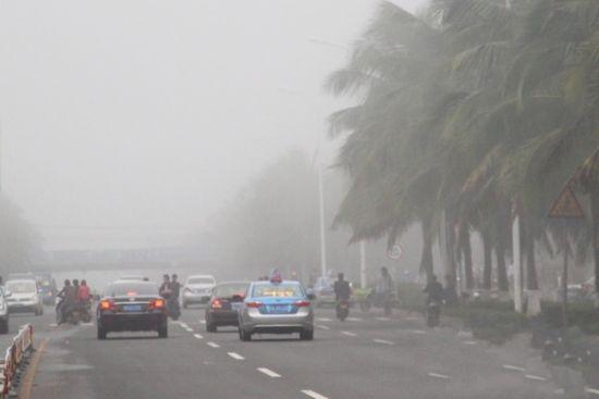 海口今早迎大雾