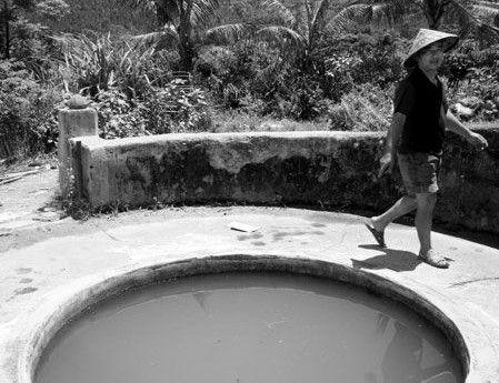 澄迈村民喝地沟水