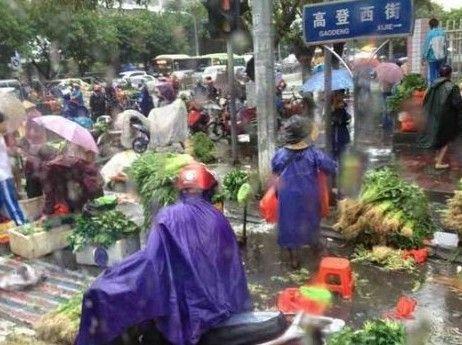 谁催生了马路市场
