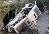 客车事故16人遇难
